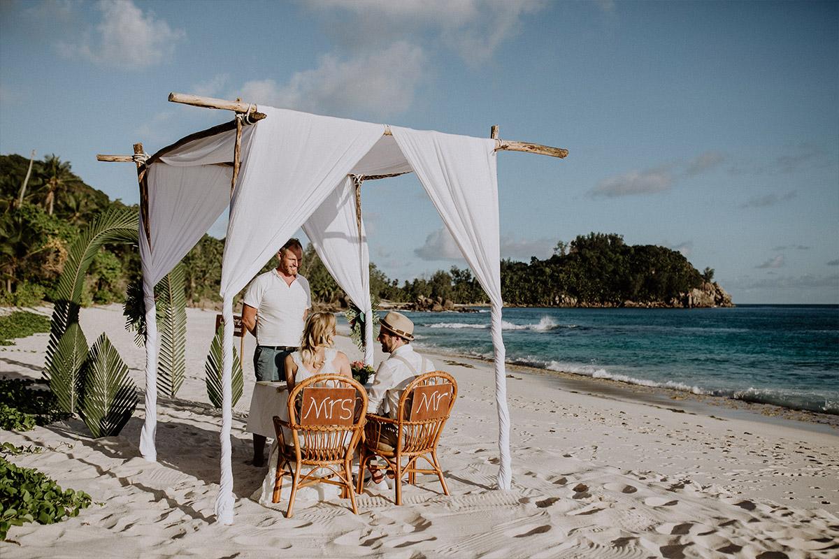 intime Trauung zu zweit am Strand - Strandhochzeit Seychellen Hochzeitsfotograf © www.hochzeitslicht.de