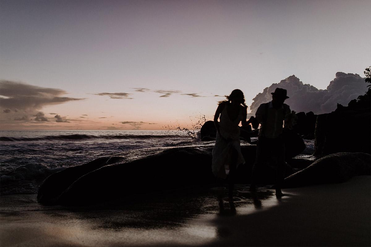 exotische Elopement Hochzeit - Strandhochzeit Seychellen Hochzeitsfotograf © www.hochzeitslicht.de