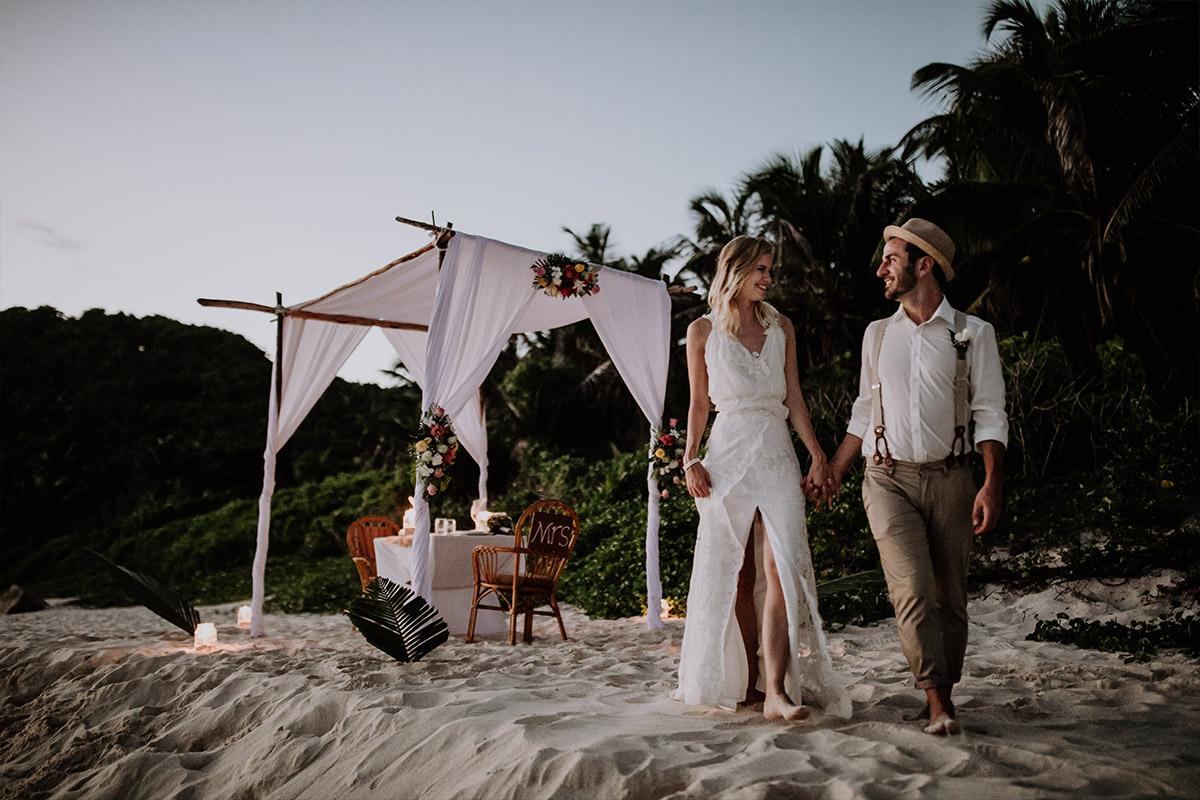 romantisches Hochzeitsdinner am Strand - Strandhochzeit Seychellen Hochzeitsfotograf © www.hochzeitslicht.de