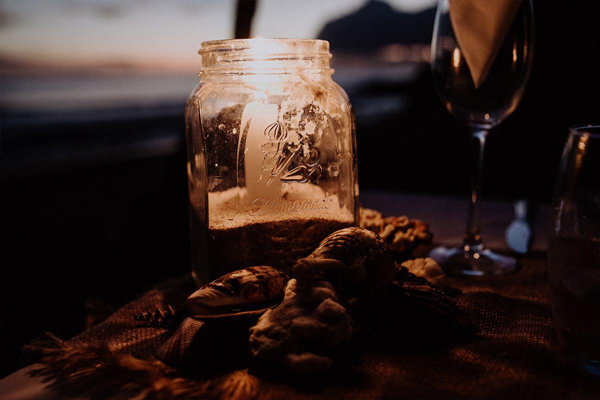Candlelight Dinner am Meer - Strandhochzeit Seychellen Hochzeitsfotograf © www.hochzeitslicht.de