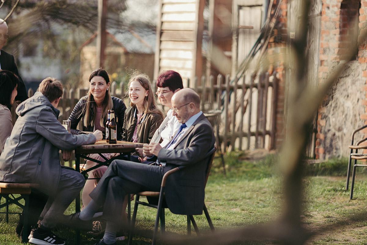 hochzeitsfeier im garten bei scheunenhochzeit ferienscheune barnimer feldmark. Black Bedroom Furniture Sets. Home Design Ideas