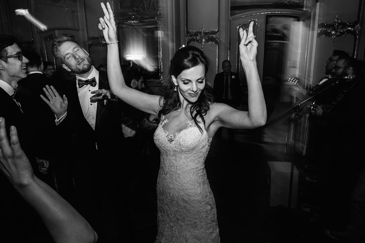 Braut bei Hochzeitsfeier im Ermelerhaus - Ermelerhaus Hochzeitsfotograf © www.hochzeitslicht.de