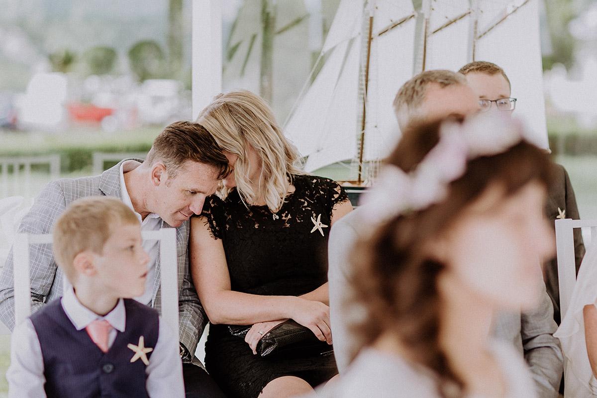 Hochzeitsfoto von Gästen bei standesamtlicher Trauung im Rettungsturm Binz - Rügen Hochzeitsfotograf © www.hochzeitslicht.de