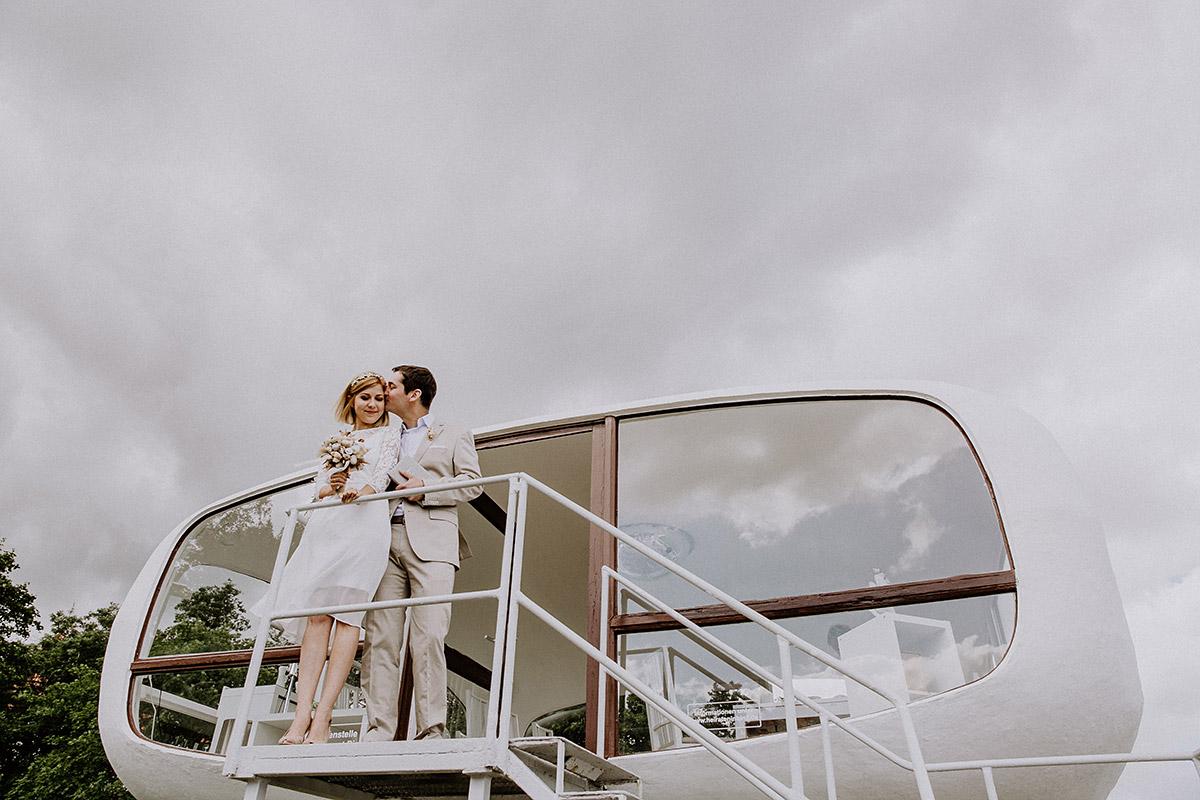 Brautpaar bei Hochzeit im ehemaligen Rettungsturm Müther-Turm Binz - Rügen Hochzeitsfotograf © www.hochzeitslicht.de