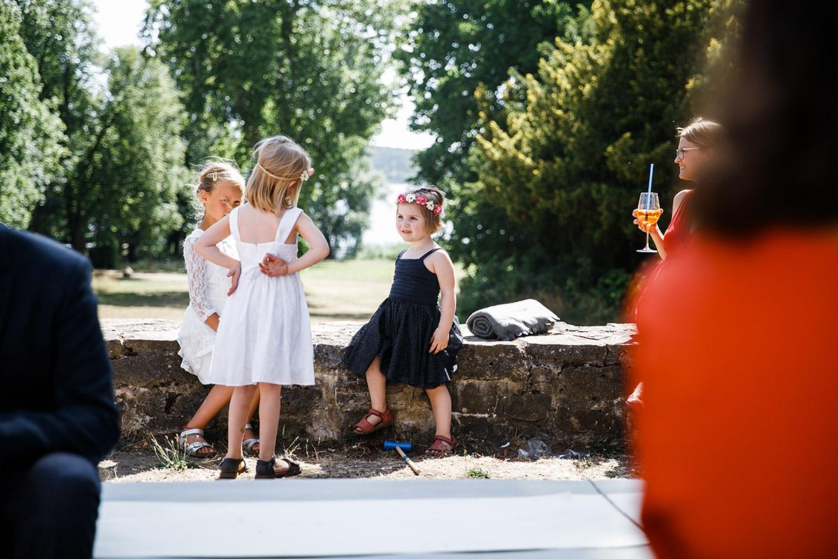 Hochzeitsreportage entspannte Sommerhochzeit - Schloss Marquardt Hochzeitsfotograf Potsdam © www.hochzeitslicht.de