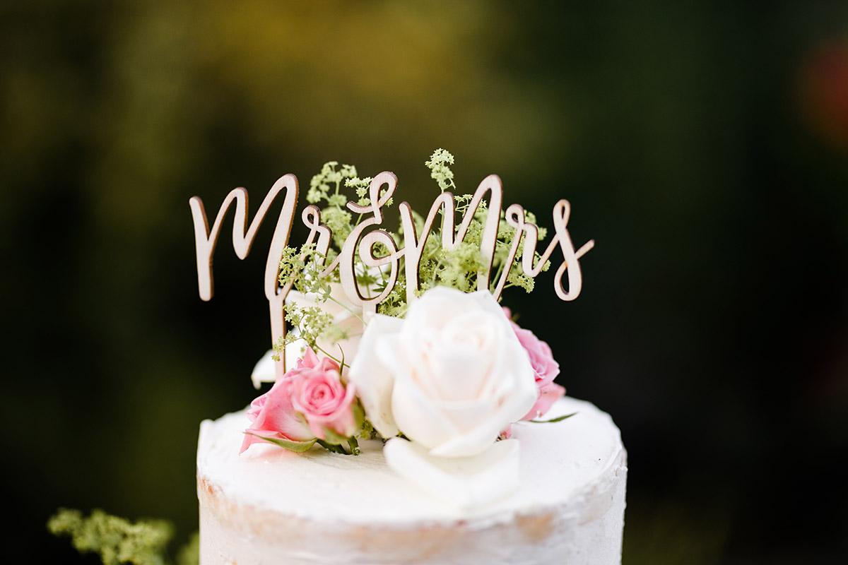 Diy Hochzeitstorte Mit Cake Topper Mr Mrs Gartenhochzeit Berlin