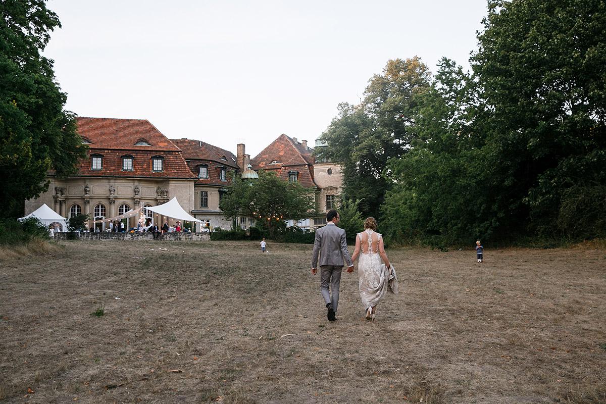 Brautpaar bei Schlosshochzeit - Schloss Marquardt Hochzeitsfotograf Potsdam © www.hochzeitslicht.de