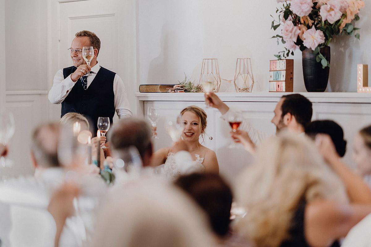 Reden bei Hochzeitsfeier Boho Hochzeit - Villa Blumenfisch Berlin Hochzeitsfotograf © www.hochzeitslicht.de