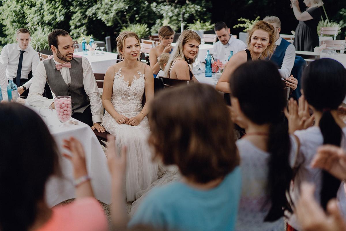 Hochzeitsfeier im Garten Boho Hochzeit - Villa Blumenfisch Berlin Hochzeitsfotograf © www.hochzeitslicht.de