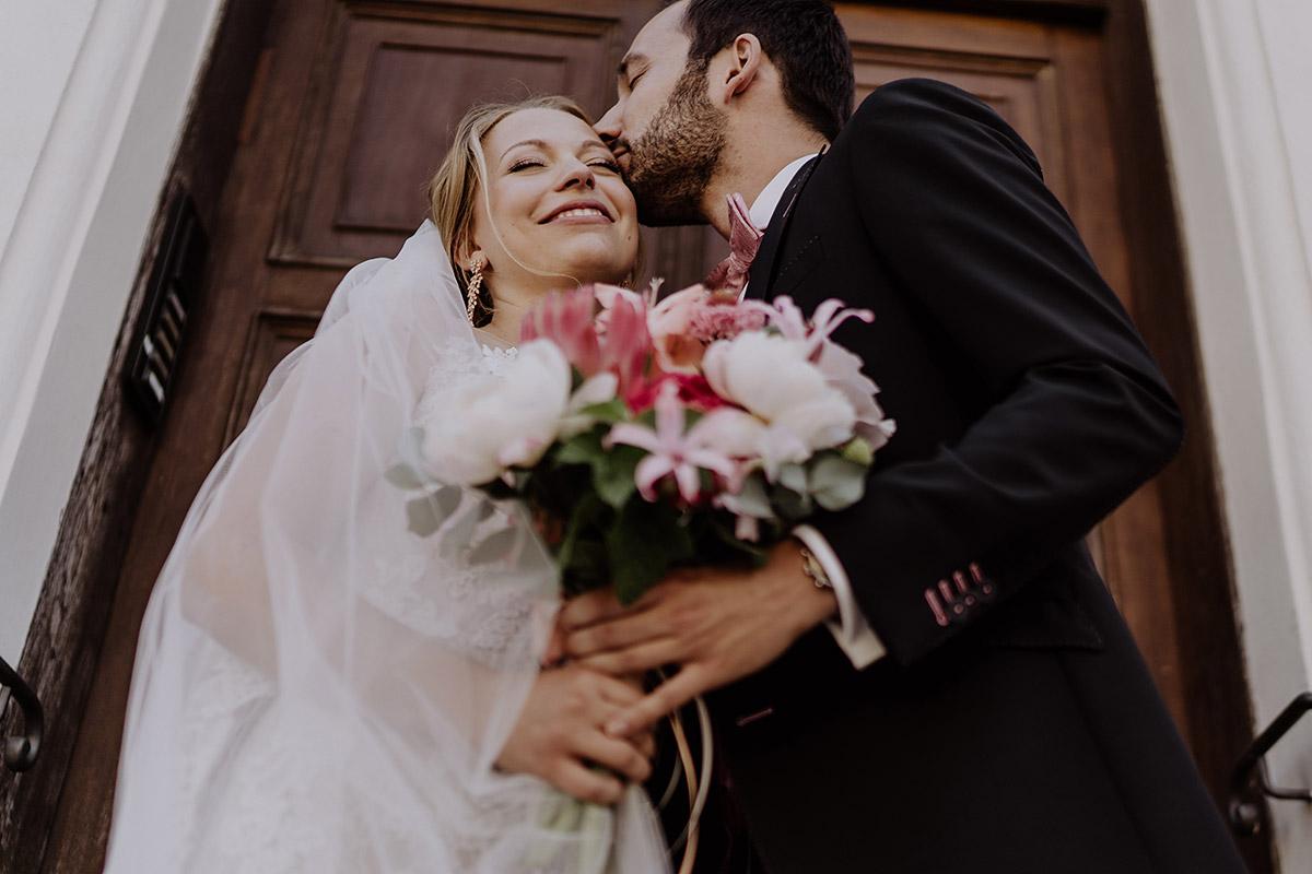 romantisches Brautpaarfoto - Schloss Glienicke Hochzeitsfotograf Potsdam © www.hochzeitslicht.de