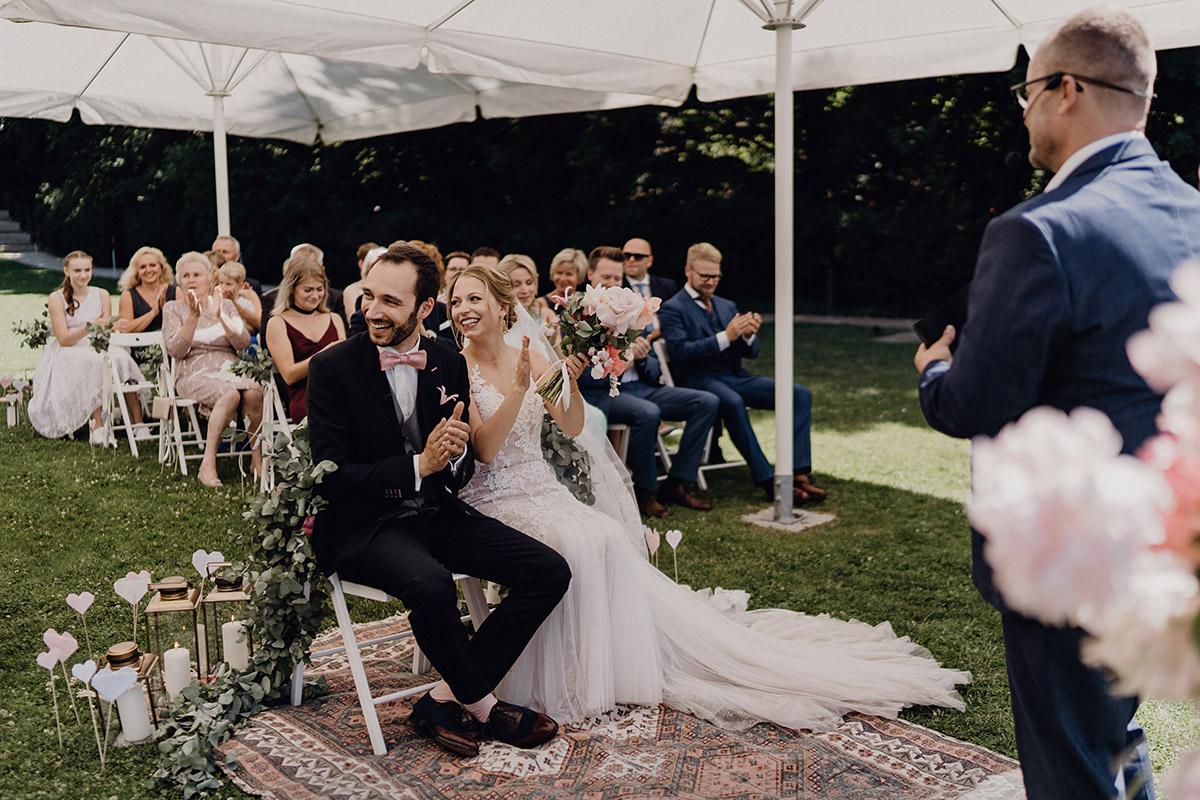 freie Trauung am See mit Trauredner Marco Fuß - Villa Blumenfisch Berlin Hochzeitsfotograf © www.hochzeitslicht.de