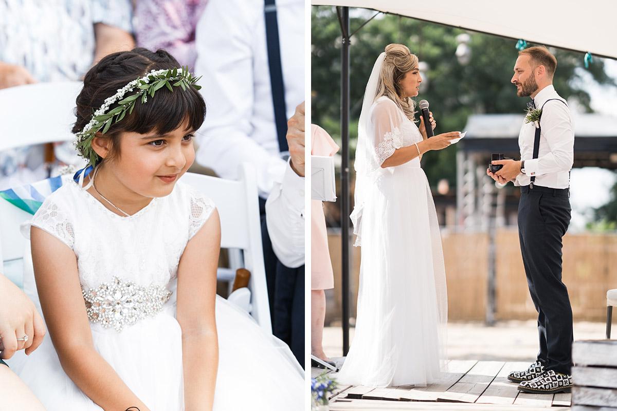 Hochzeitsfotos von Blumenmädchen und Brautpaar bei Trauversprechen - Sage Restaurant Berlin Hochzeitsfotograf © www.hochzeitslicht.de