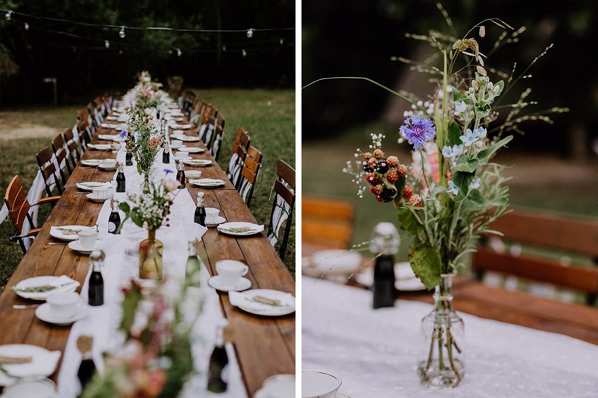 natürliche Tischdekoration Sommer-Blumen Hochzeit Museumsdorf Düppel - Hochzeitsvilla Zehlendorf Berlin Hochzeitsfotograf © www.hochzeitslicht.de