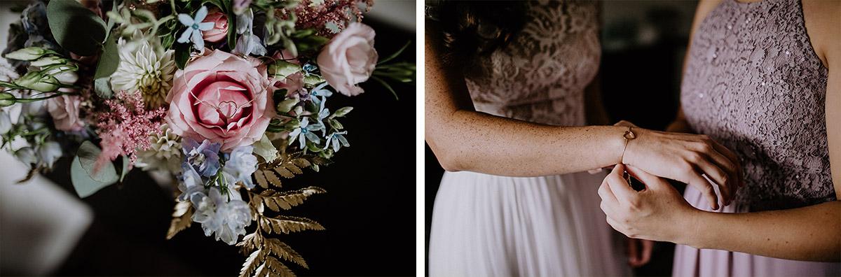 Brautstrauß Spätsommer aus rosa, weißen und hellblauen Blumen mit goldenen Details - Schloss Kartzow Potsdam Hochzeitsfotograf © www.hochzeitslicht.de