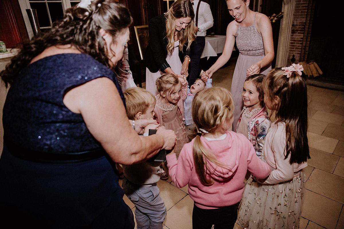 Entertainment Kinder Hochzeit - Schloss Kartzow Potsdam Hochzeitsfotograf © www.hochzeitslicht.de