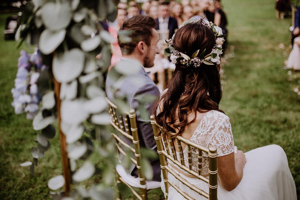 Braut und Bräutigam bei Trauung - Schloss Kartzow Potsdam Hochzeitsfotograf © www.hochzeitslicht.de