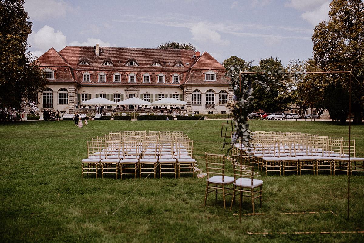 Trauung im Garten - Schloss Kartzow Potsdam Hochzeitsfotograf © www.hochzeitslicht.de