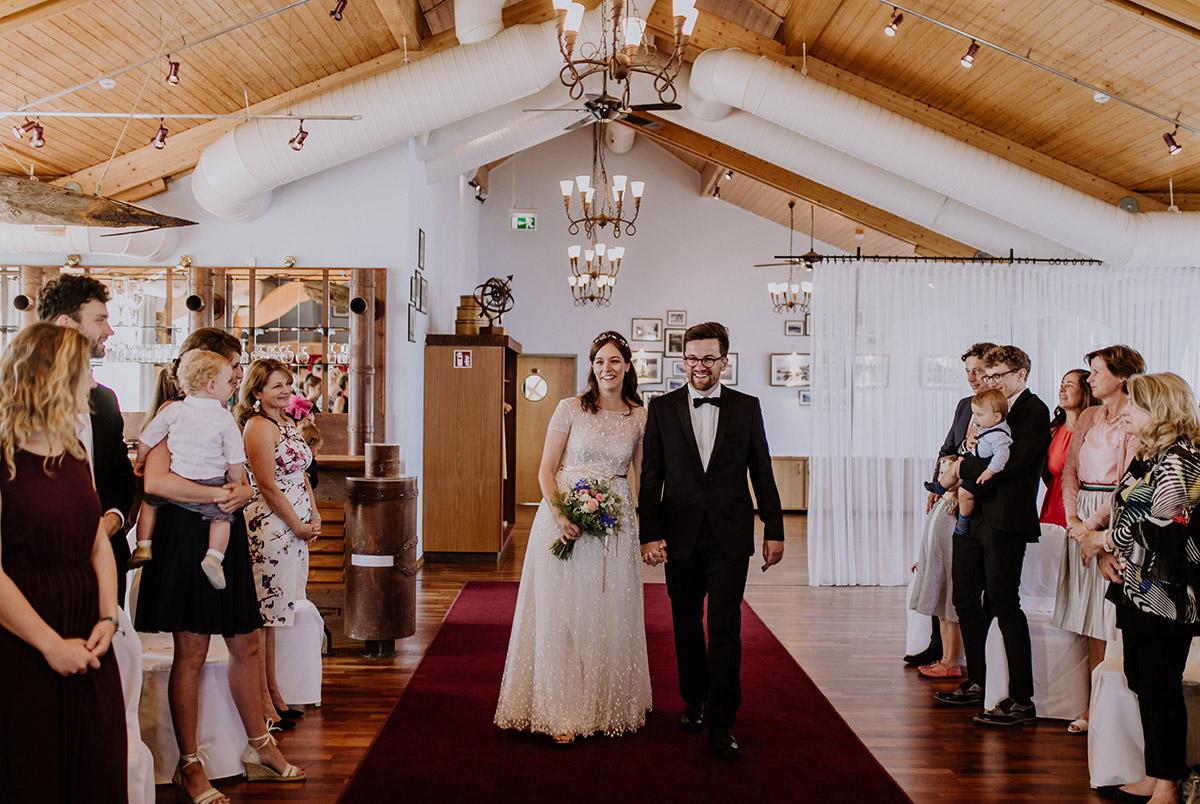 Hochzeitsreportage Einzug Brautpaar Trauung Standesamt - Seebrücke Sellin Rügen Hochzeitsfotograf © www.hochzeitslicht.de