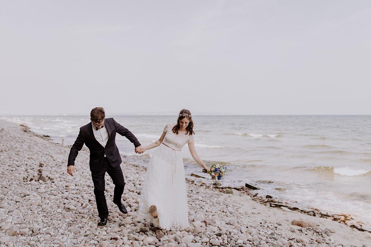 Hochzeitsfoto Brautpaar Strand Ostsee - Seebrücke Sellin Rügen Hochzeitsfotograf © www.hochzeitslicht.de