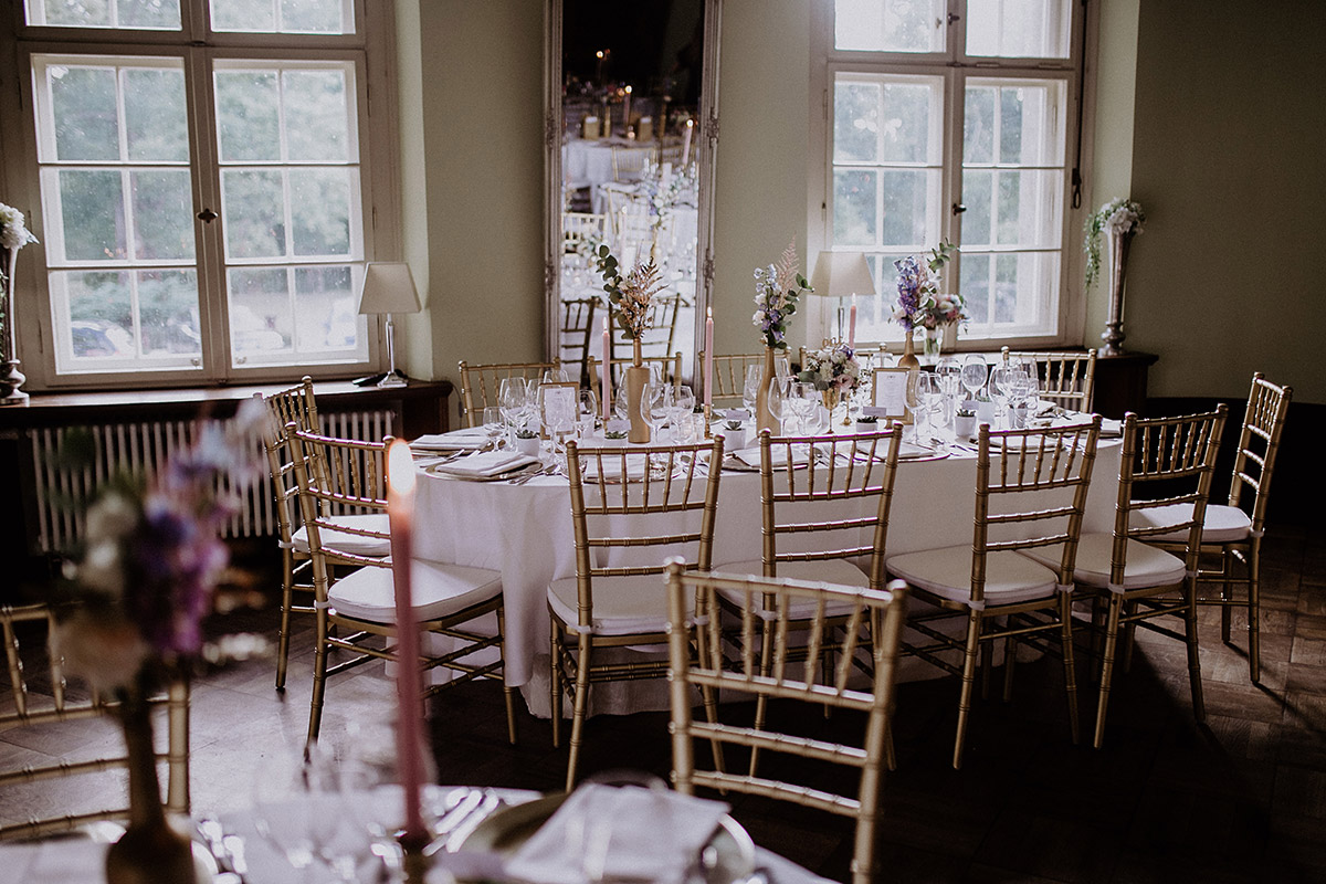 geschmückter Festsaal bei Schloss Kartzow Hochzeit - Schloss Kartzow Potsdam Hochzeitsfotograf © www.hochzeitslicht.de