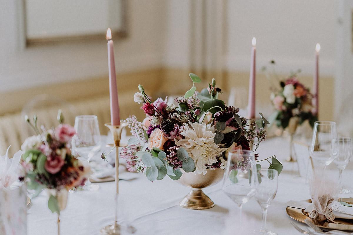 Blumenschmuck Tisch Von Kopflegenden Für Elegante Hochzeit Gut