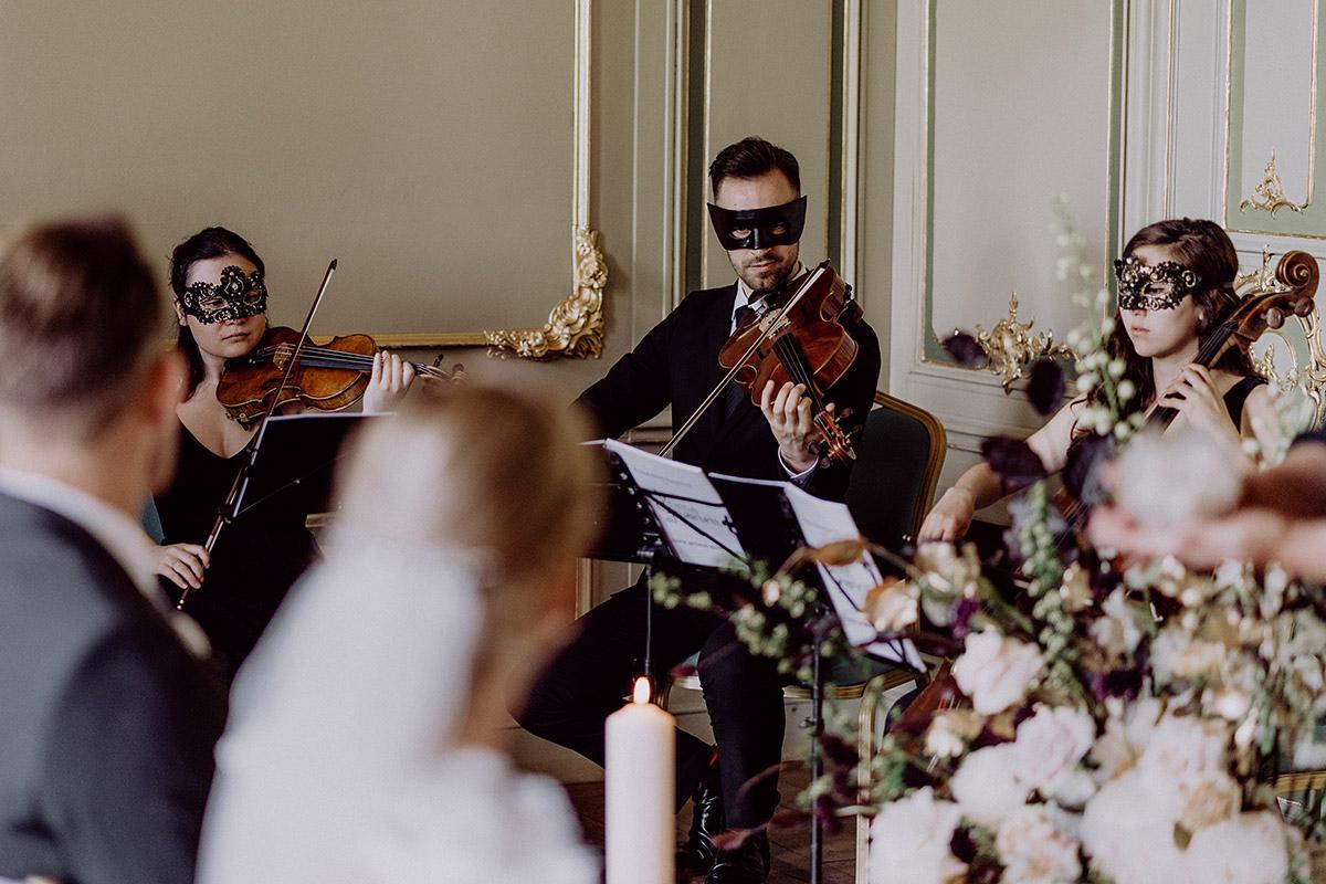 Streicherquartett Prima Quartett bei heimlicher Hochzeit zu zweit - Berlin Hochzeitsfotograf © www.hochzeitslicht.de