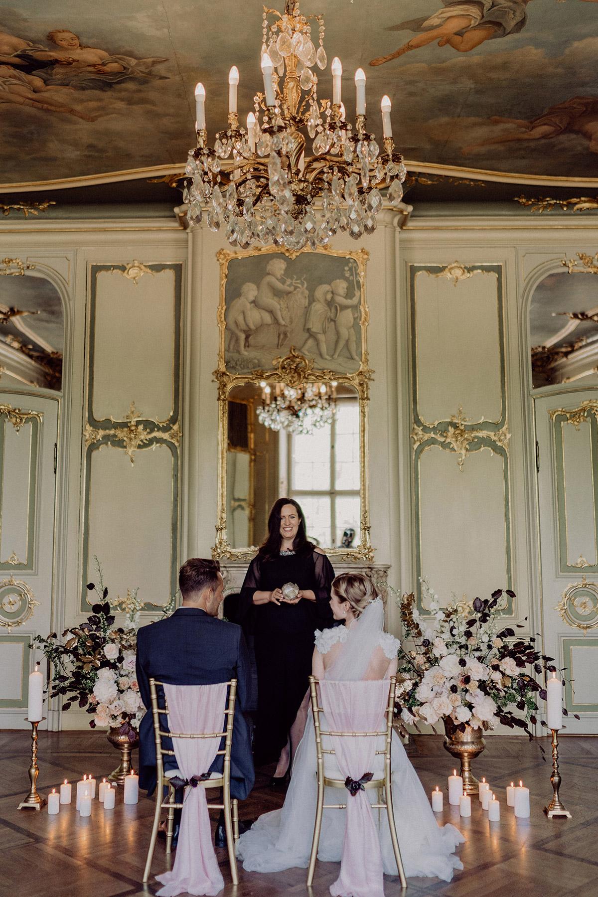 freie Trauung zu zweit mit Traurednerin Jennifer Krawehl im Ermelerhaus Berlin-Mitte - Berlin Hochzeitsfotograf © www.hochzeitslicht.de