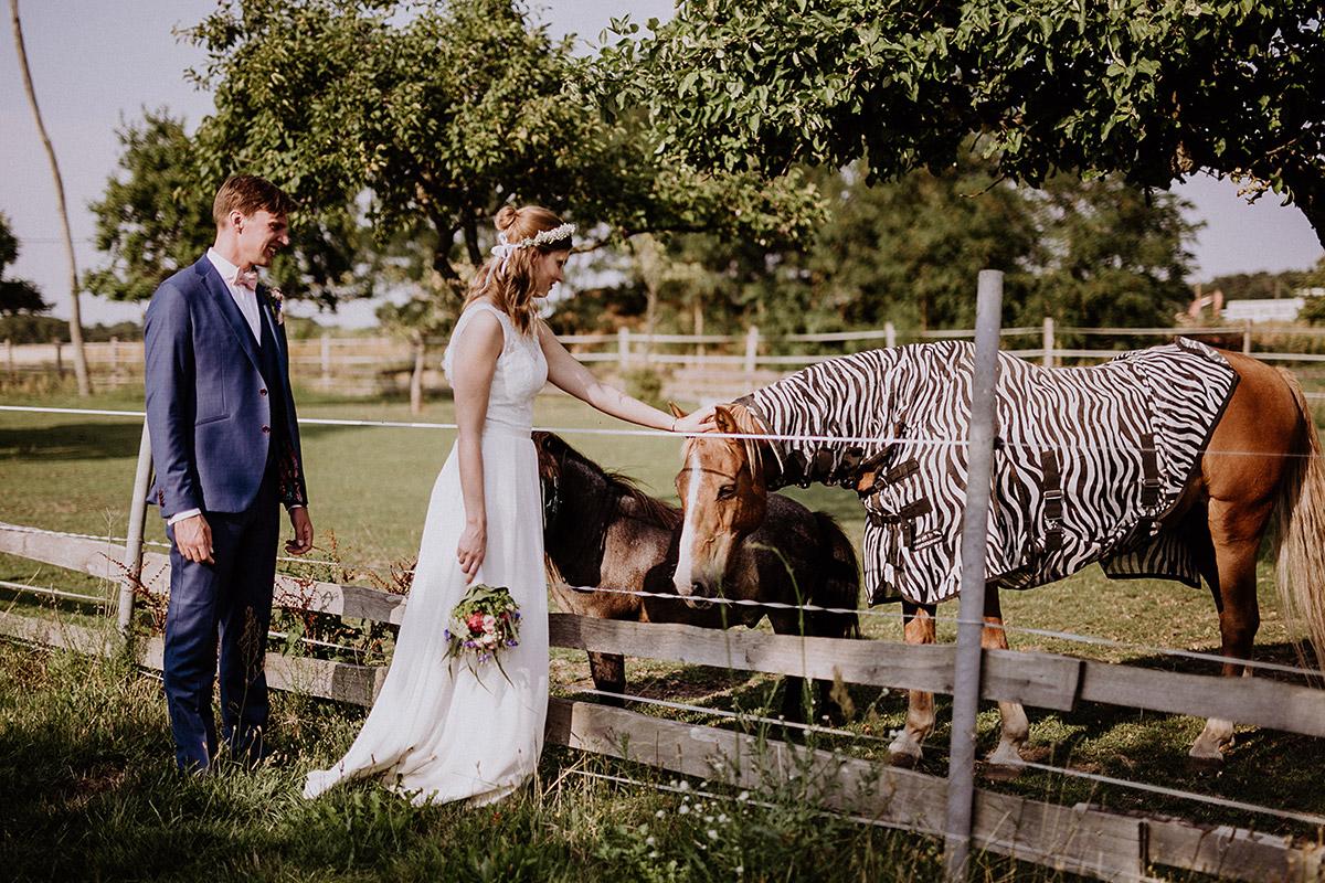 Hochzeitsreportage bei Landhochzeit Brandenburg - Vierseithofcafé Brandenburg Hochzeitsfotograf © www.hochzeitslicht.de