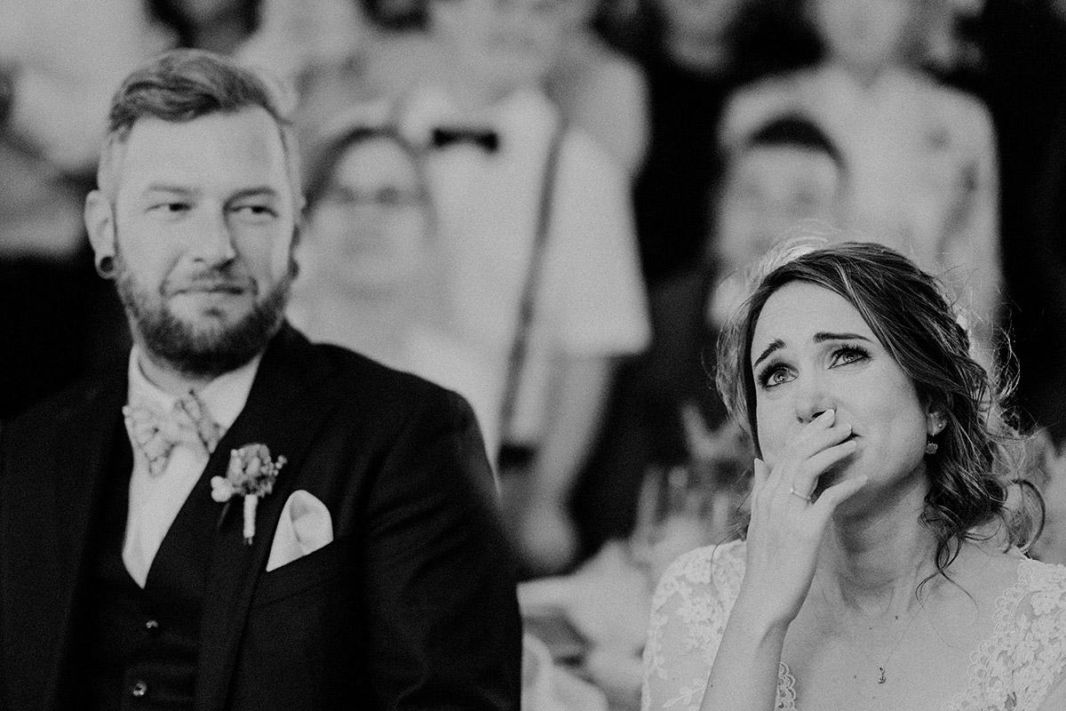emotionales Hochzeitsfoto bei Diashow Hochzeit - Gut Schloss Golm Potsdam Hochzeitsfotograf © www.hochzeitslicht.de