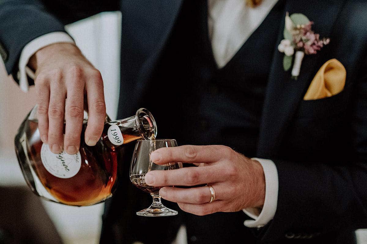 Hochzeitsfoto Cognac bei französischer Hochzeit - Gut Schloss Golm Potsdam Hochzeitsfotograf © www.hochzeitslicht.de