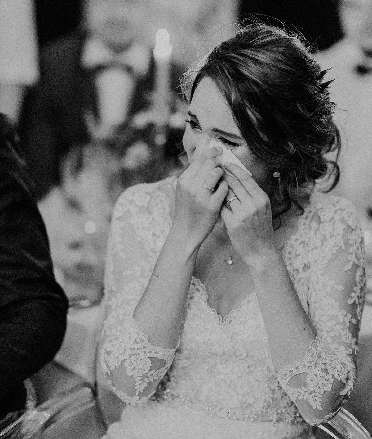 emotionale Hochzeitsfotografie aufgenommen von internationaler Hochzeitsfotografin - Gut Schloss Golm Potsdam Hochzeitsfotograf © www.hochzeitslicht.de