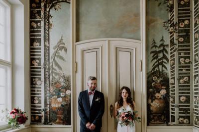 Brautpaarfoto bei intimer Hochzeit mit wenigen Gästen in Berlin-Mitte - Ermelerhaus Berlin Hochzeitsfotograf © www.hochzeitslicht.de