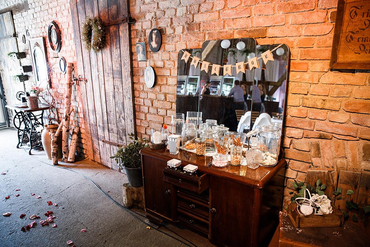 Candybar bei vintage Scheunenhochzeit - Vierseithofcafé Brandenburg Hochzeitsfotograf © www.hochzeitslicht.de