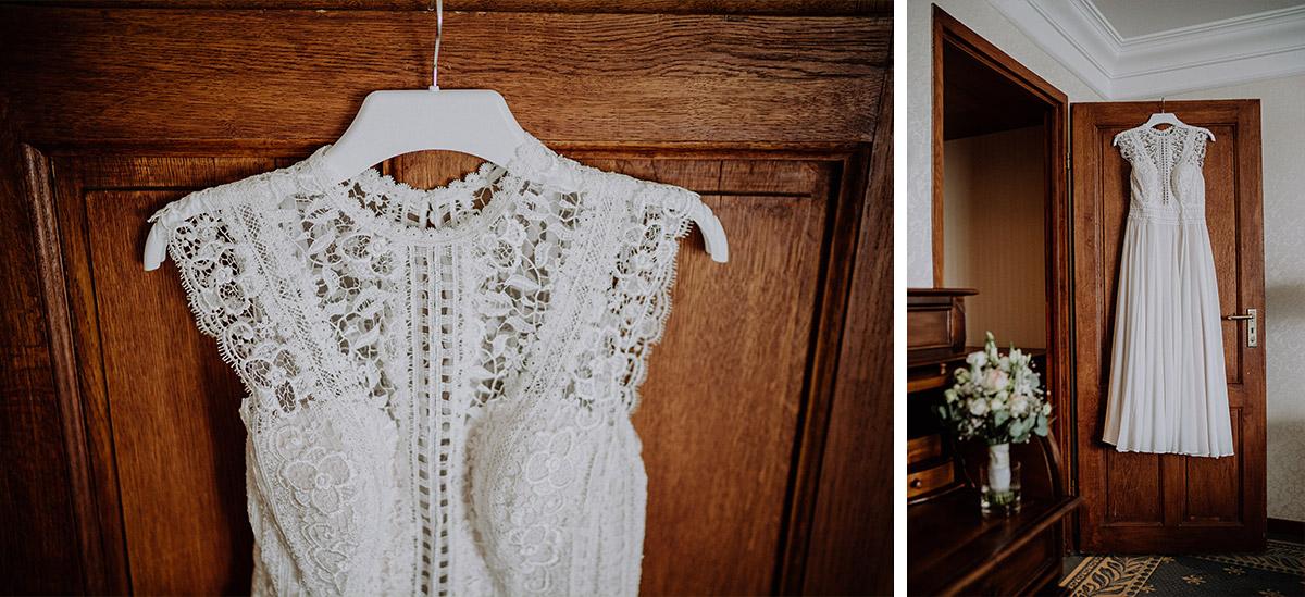 Spitzenkleid Braut vintage Scheunenhochzeit - Vierseithofcafé Brandenburg Hochzeitsfotograf © www.hochzeitslicht.de