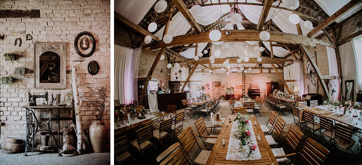 Hochzeitsfotos dekorierte Hochzeitsscheune bei Landhochzeit - Vierseithofcafé Brandenburg Hochzeitsfotograf © www.hochzeitslicht.de