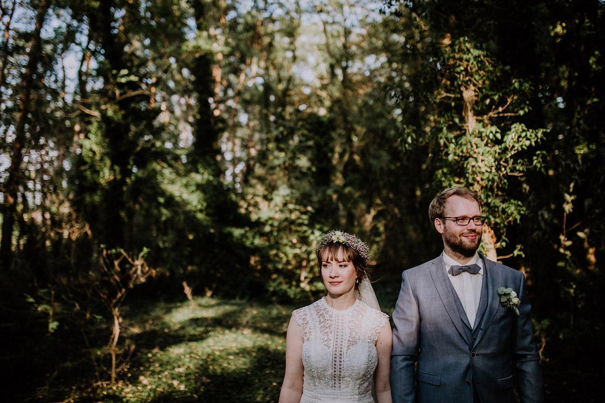 Brautpaarfoto Sommerhochzeit - Vierseithofcafé Brandenburg Hochzeitsfotograf © www.hochzeitslicht.de