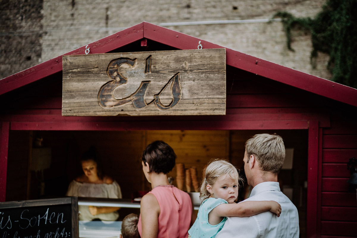 Eisstand Hochzeit - Vierseithofcafé Brandenburg Hochzeitsfotograf © www.hochzeitslicht.de