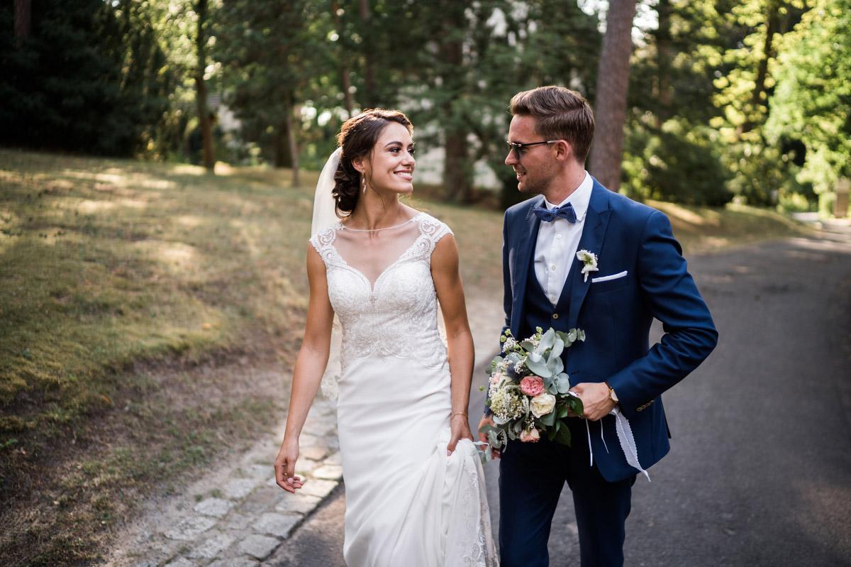 Brautpaarfotoshooting bei Vintage-Hochzeit - Villa Blumenfisch Hochzeitsfotograf © www.hochzeitslicht.de