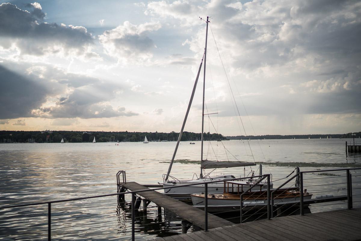 Blick über den Wannsee bei DIY-Hochzeit - Villa Blumenfisch Hochzeitsfotograf © www.hochzeitslicht.de