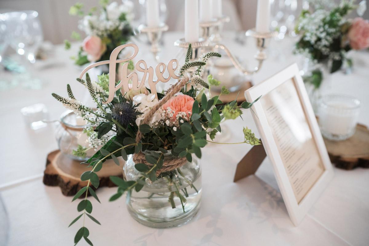 Tischdekoration DIY Vintage Hochzeit - Villa Blumenfisch Hochzeitsfotograf © www.hochzeitslicht.de