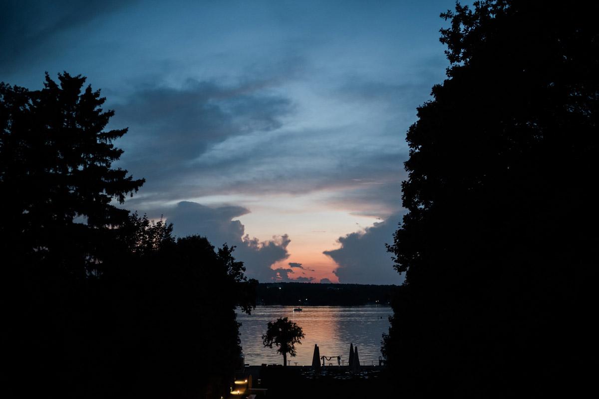 Hochzeitsfoto Sonnenuntergang Wannsee-Hochzeit - Villa Blumenfisch Hochzeitsfotograf © www.hochzeitslicht.de