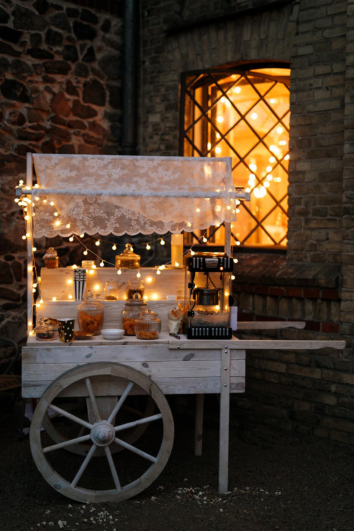 Vintage Candy Bar - Ochsenstall Schloss Britz Hochzeitsfotograf © www.hochzeitslicht.de