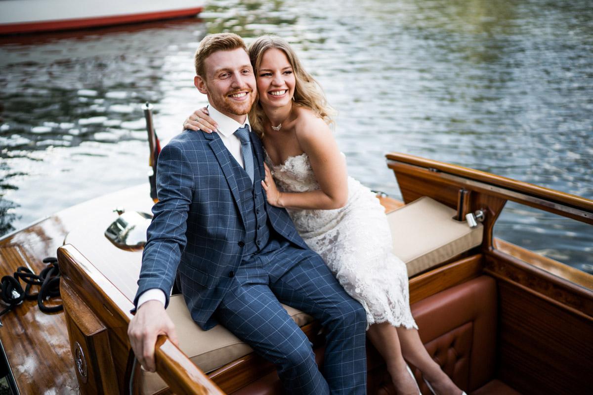 Couple-Fotoshooting auf Boot - Couplefotoshooting Berlin Hochzeitsfotograf © www.hochzeitslicht.de