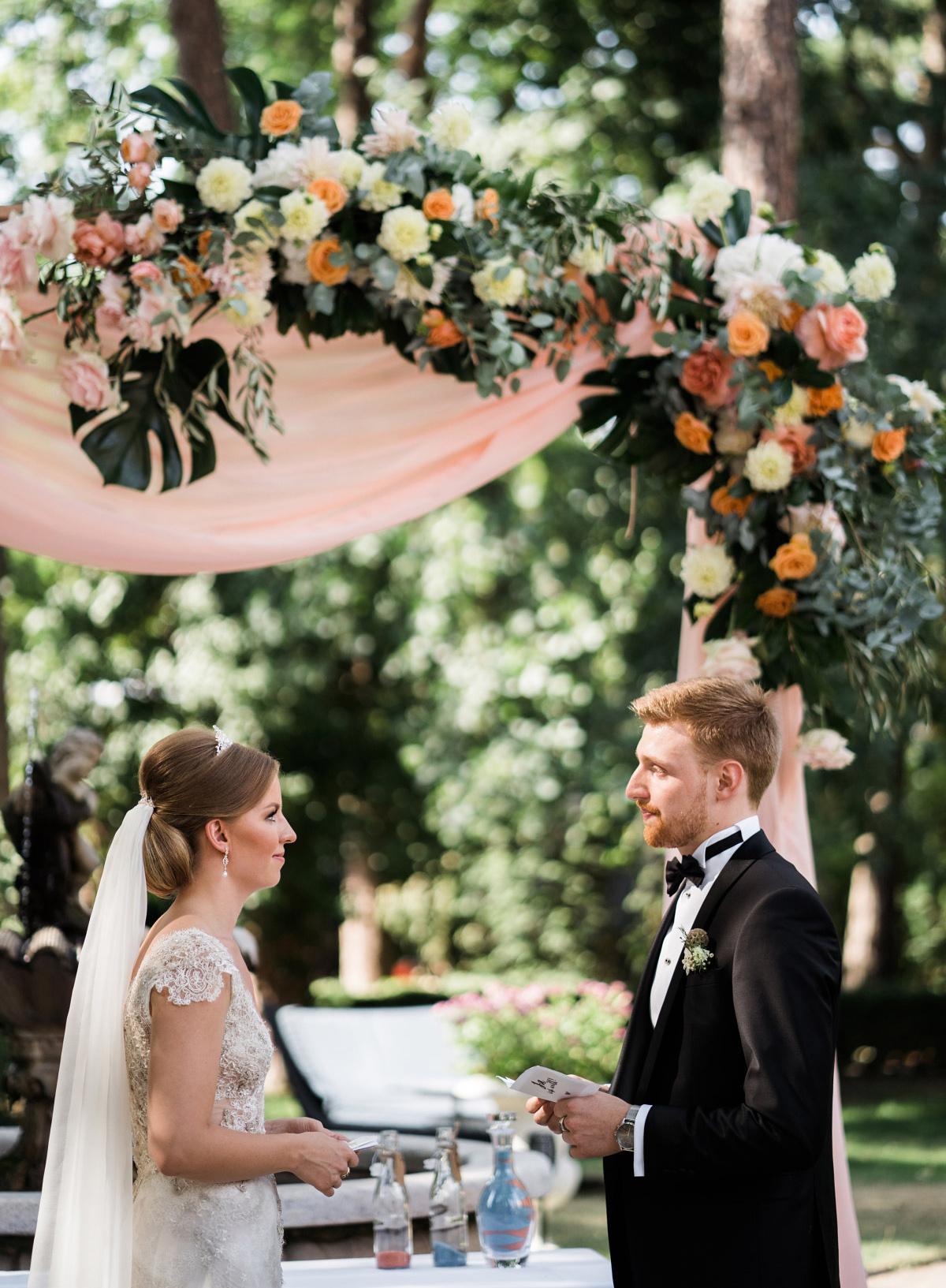 Trauversprechen freie Trauung - Schlosshotel Berlin Hochzeitsfotograf © www.hochzeitslicht.de