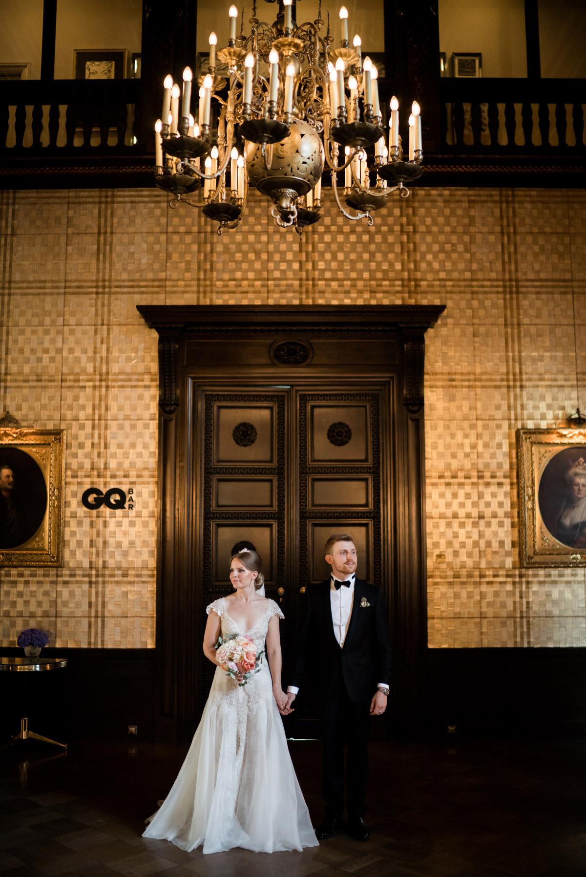 Hochzeitsfotografie Brautpaar Schlosshotel Grunewald - Schlosshotel Berlin Hochzeitsfotograf © www.hochzeitslicht.de