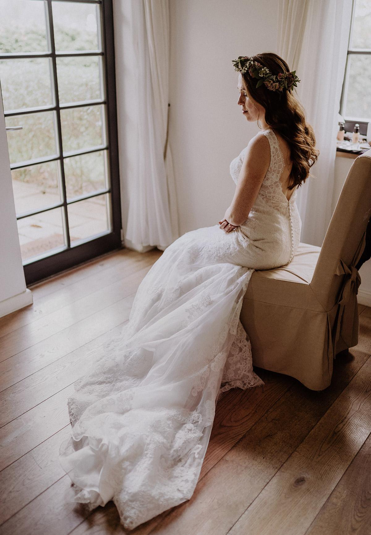 Brautkleid Spitze mit Schleppe - Spreewaldresort Seinerzeit Hochzeitsfotograf © www.hochzeitslicht.de