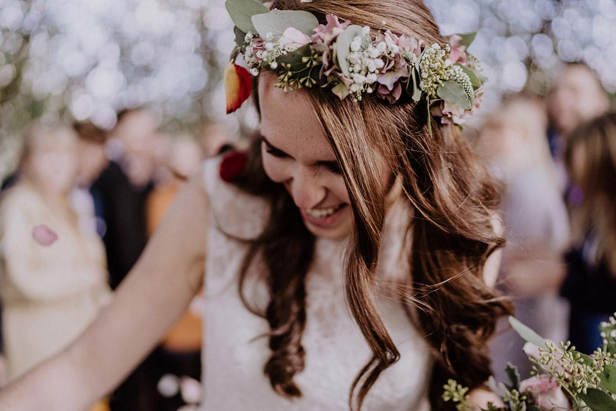 Hochzeitsfoto Braut nach Trauung Weidendom - Spreewaldresort Seinerzeit Hochzeitsfotograf © www.hochzeitslicht.de