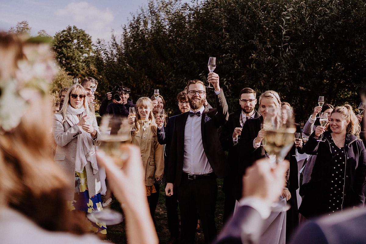 Sektempfang Hochzeit Spreewald - Spreewaldresort Seinerzeit Hochzeitsfotograf © www.hochzeitslicht.de