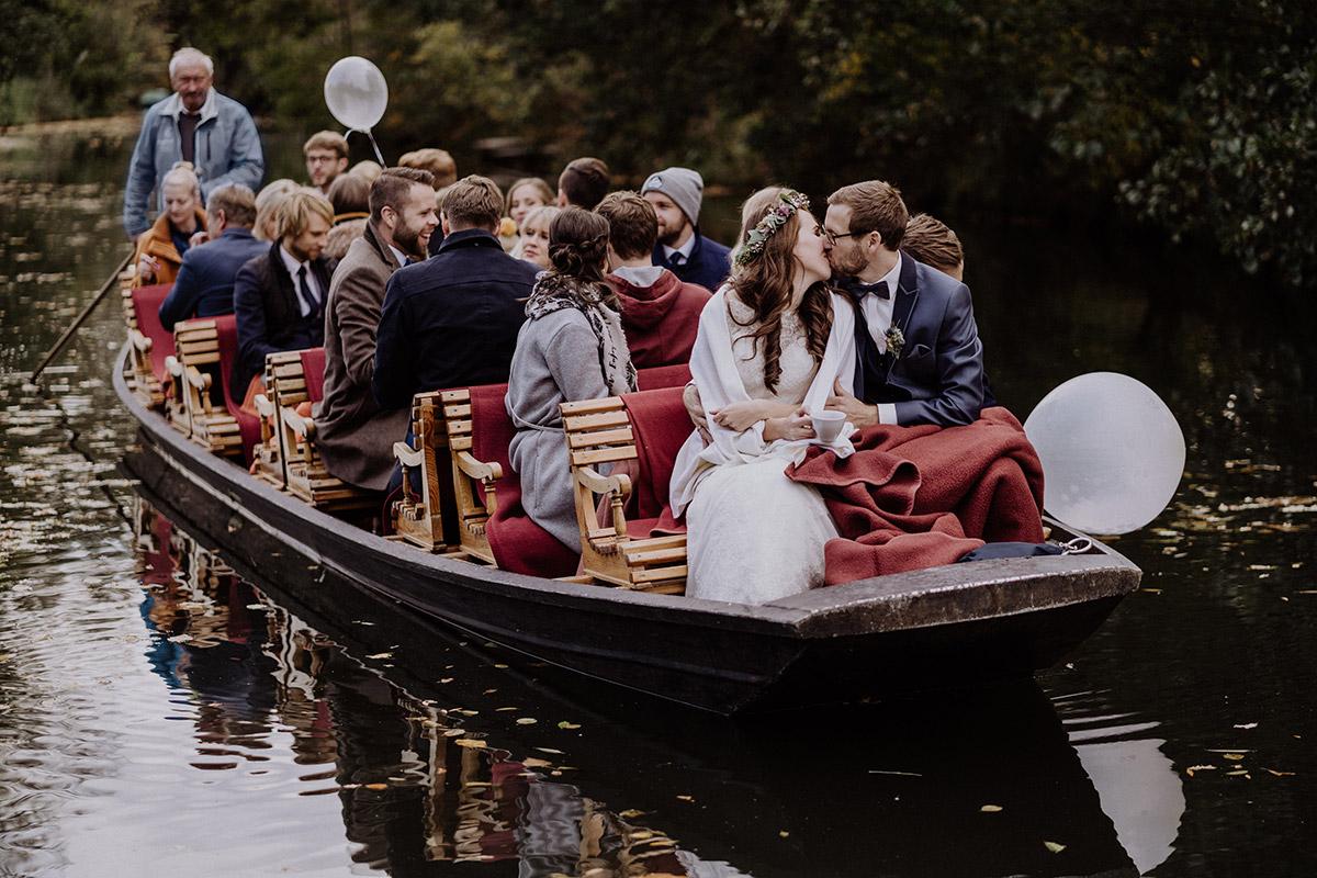 Hochzeit Kahnfahrt Spreewald - Spreewaldresort Seinerzeit Hochzeitsfotograf © www.hochzeitslicht.de