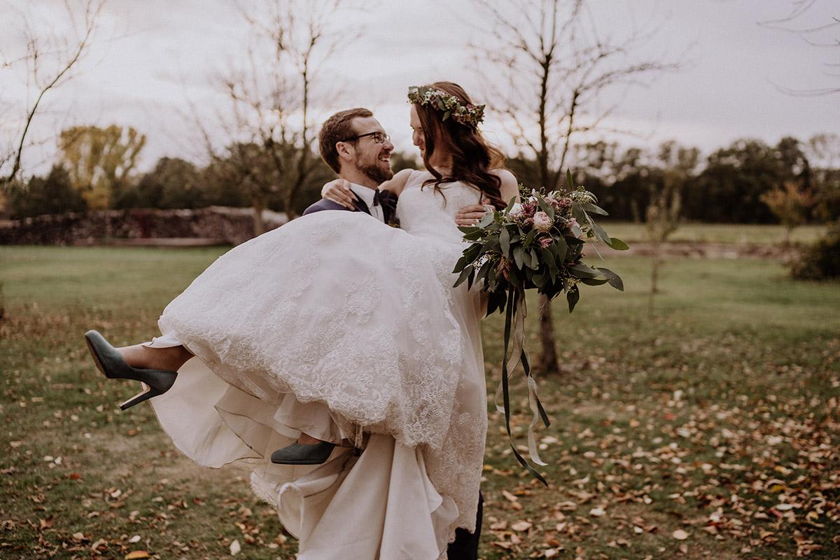 fröhliche Hochzeitsfotografie Brautpaar - Spreewaldresort Seinerzeit Hochzeitsfotograf © www.hochzeitslicht.de